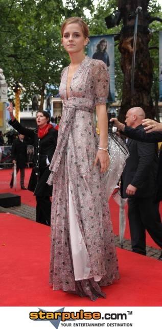 Emma Watson-SPX-031252.jpg